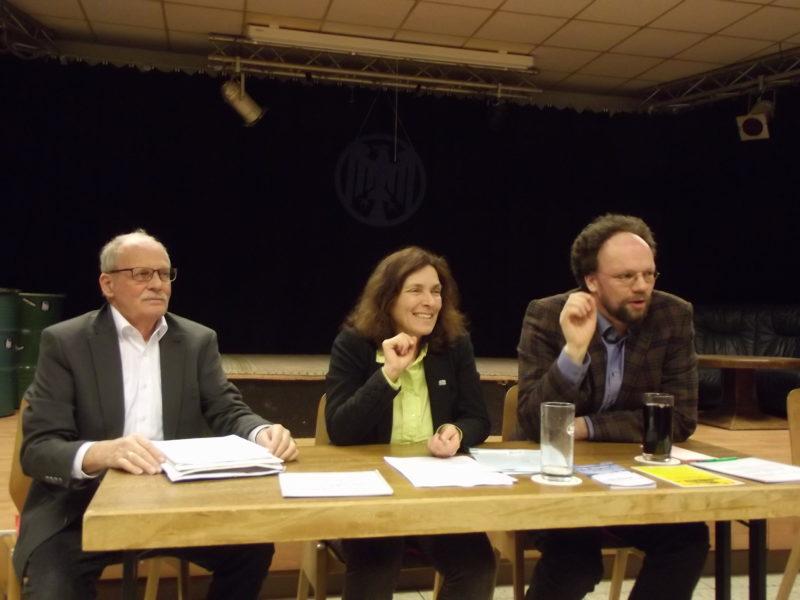 v.l.n.r.: Dr. Konrad Schliephake (1. Vorsitzender der IWS e.V.), MdL Kerstin Celina, Stadtrat und Landtagskandidat Patrick Friedl.