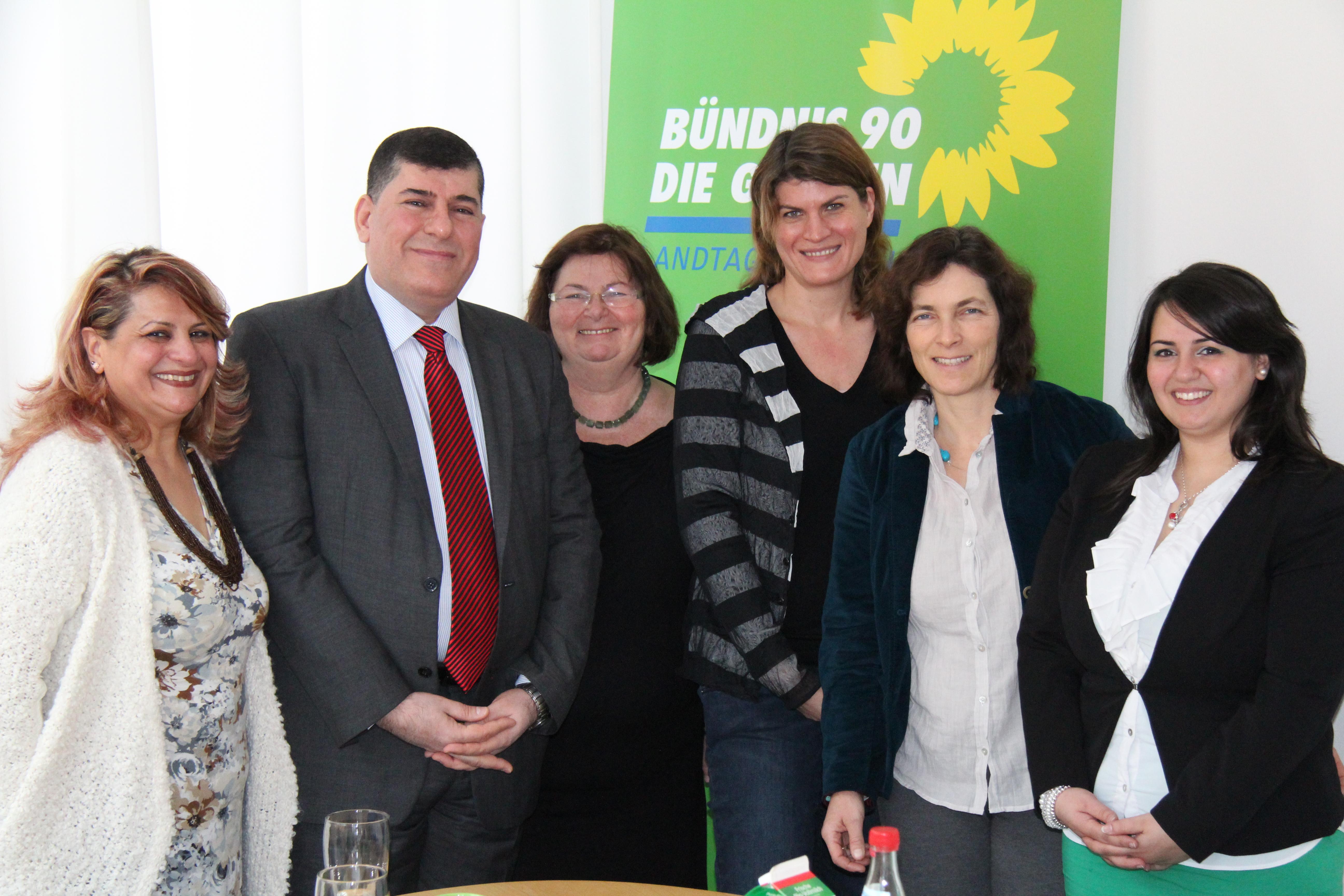 Christine Kamm, Claudia Stamm und Kerstin Celina bei dem Besuch von Irfan Kirkukly.