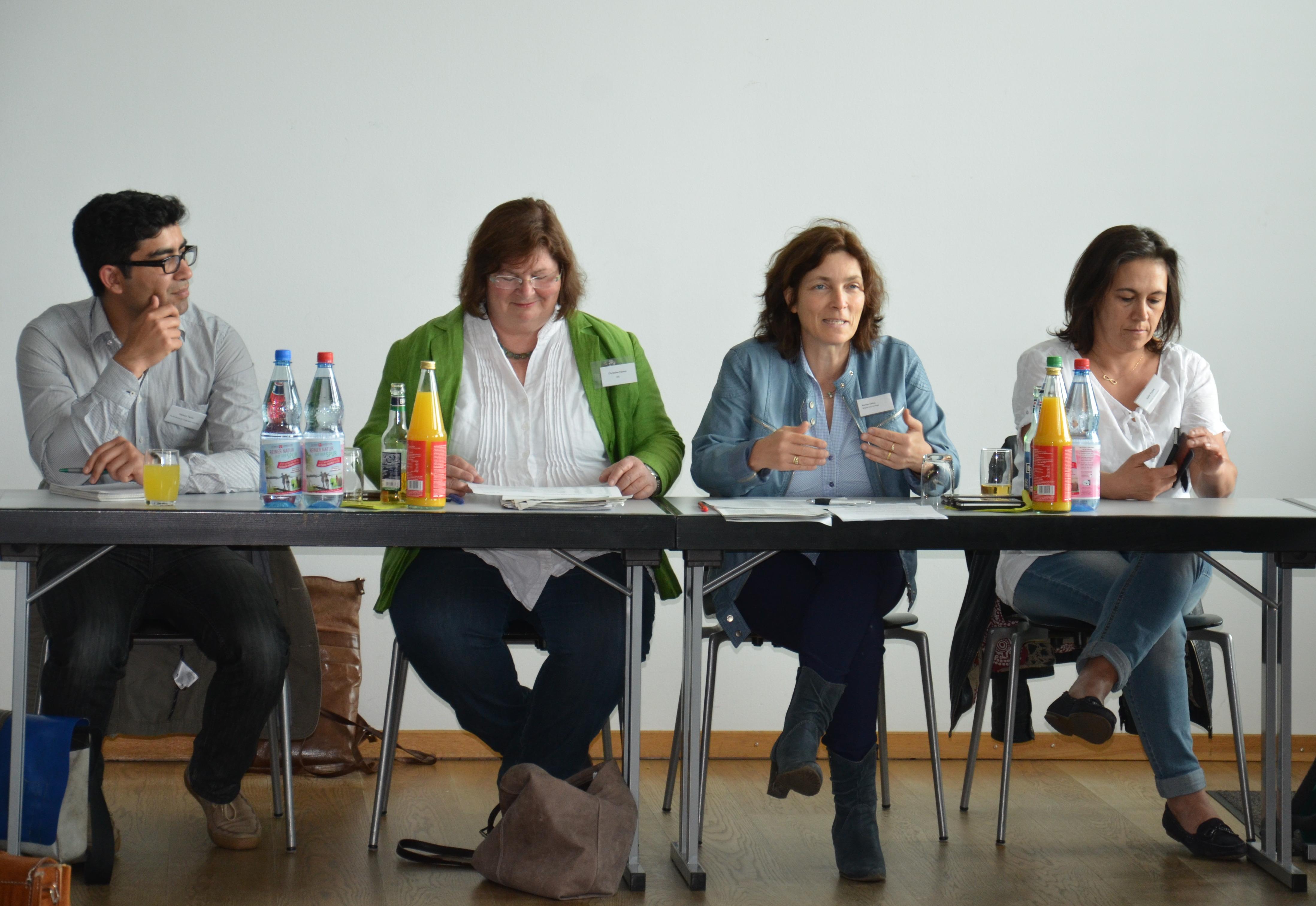 Kerstin Celina und Christine Kamm mit Ayfer Fuchs und Hamun Tanin.