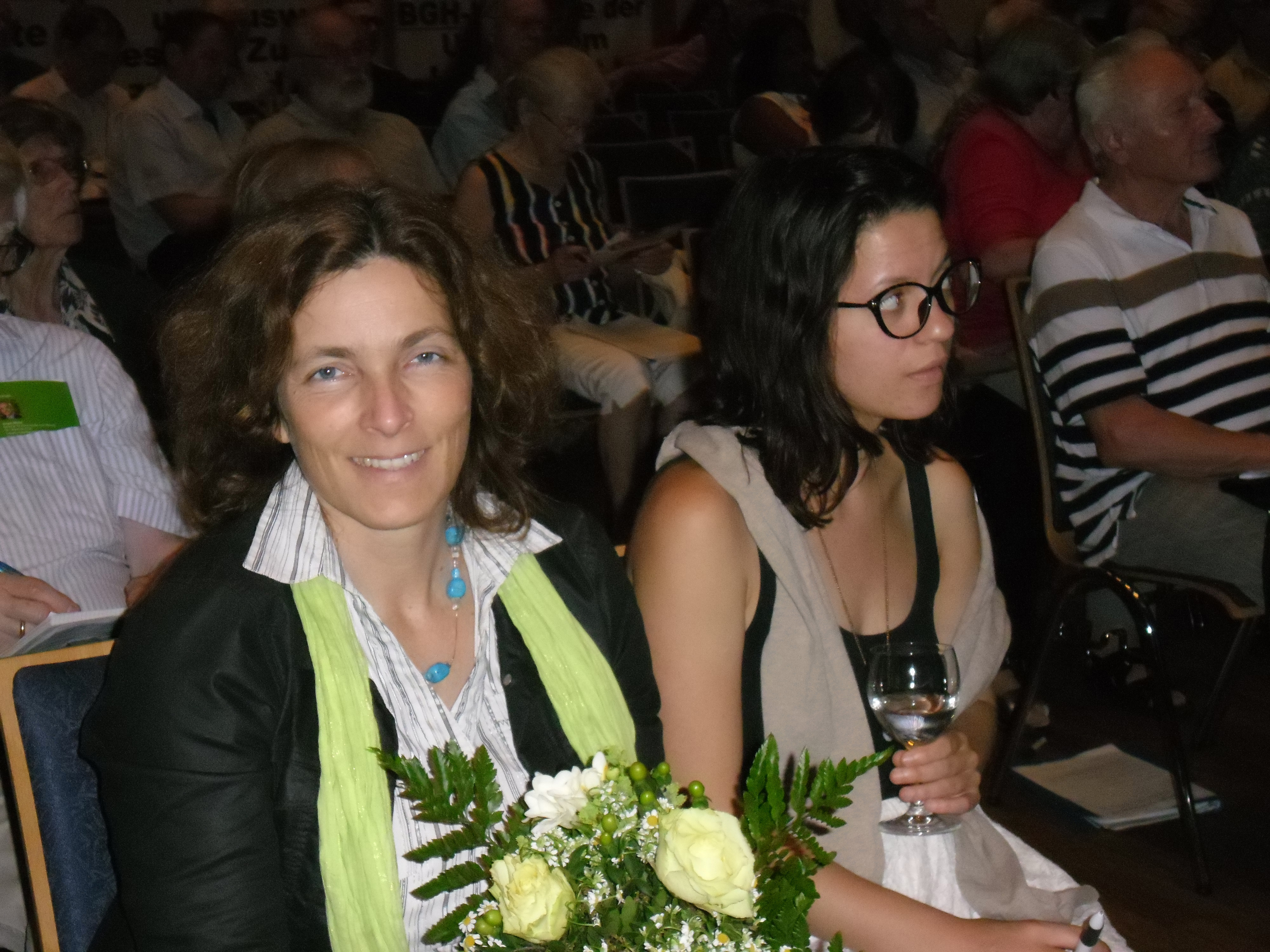 Kerstin Celina mit Praktikantin Hélène Charpentier.