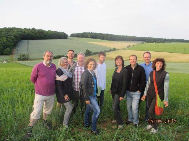 Kerstin Celina mit weiteren Grünen beim Besuch des Huberthofs.