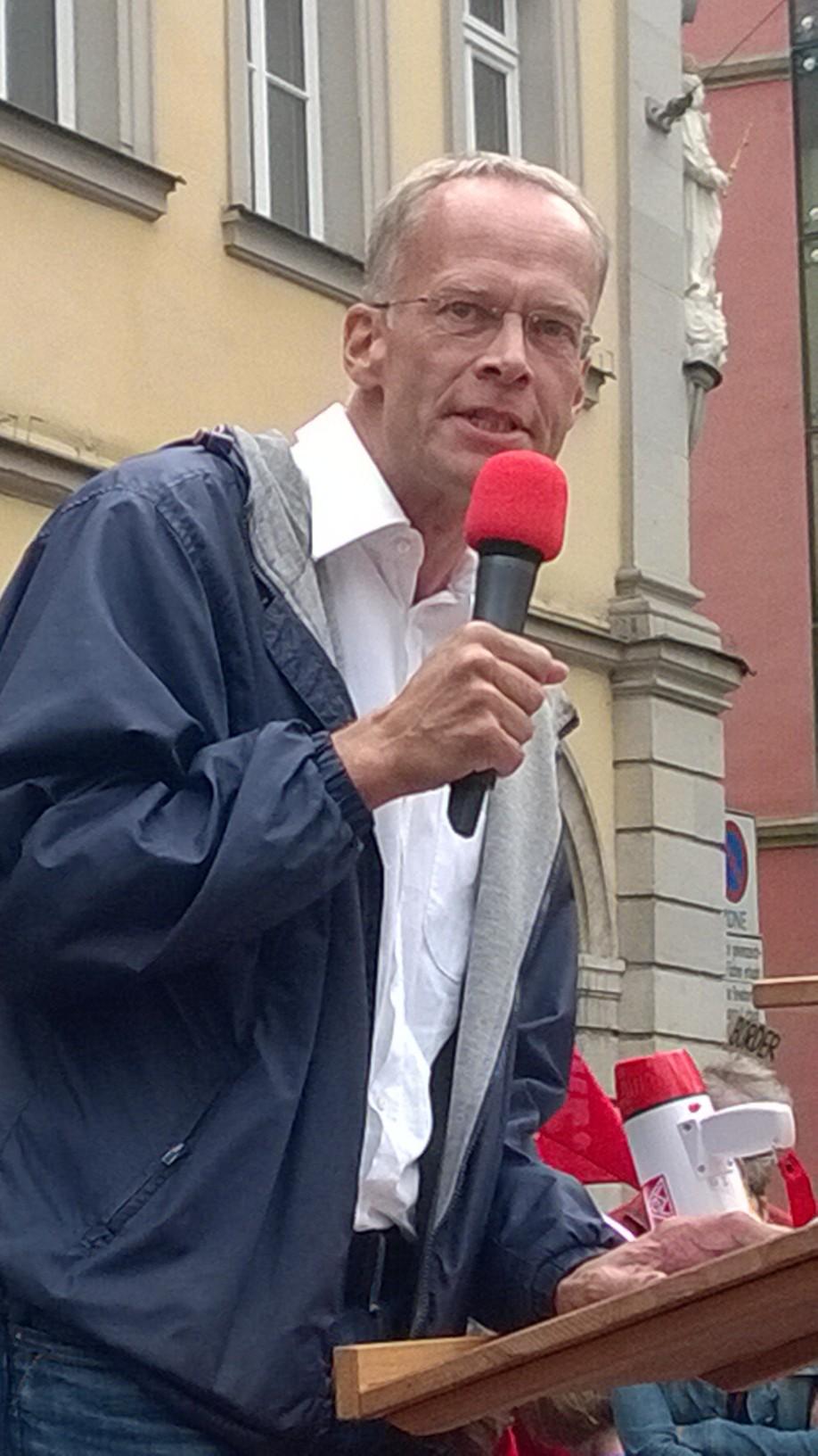 Burkhard Hose bei seiner Rede während der Demonstration.