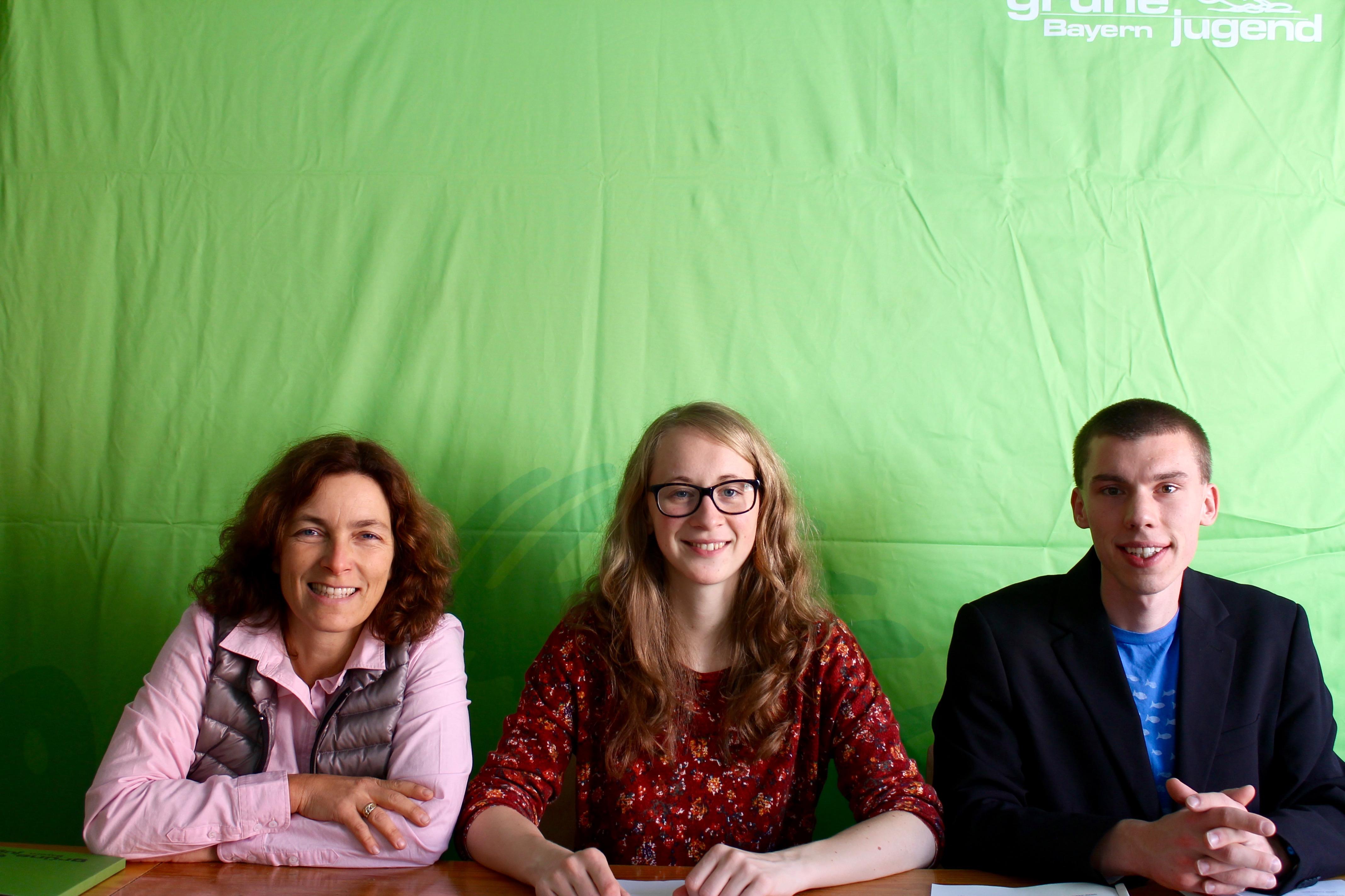 Foto von der Pressekonferenz mit Eva Lettenbauer, Matthias Ernst und Kerstin Celina.