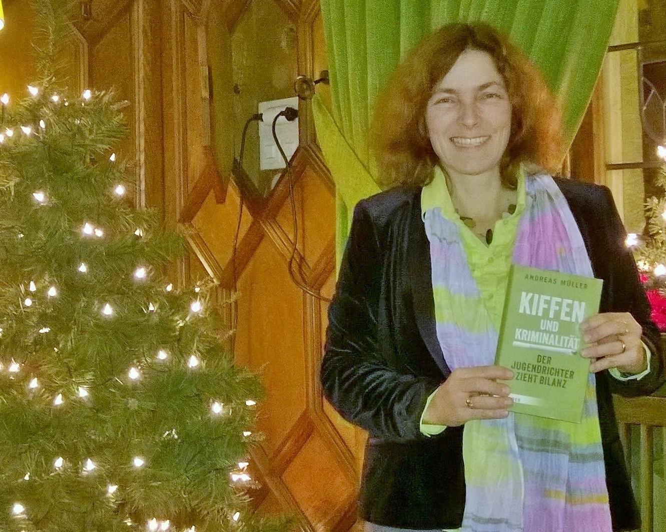 Kerstin Celina in Kitzingen nach der Veranstaltung zur Cannabis-Legalisierung.