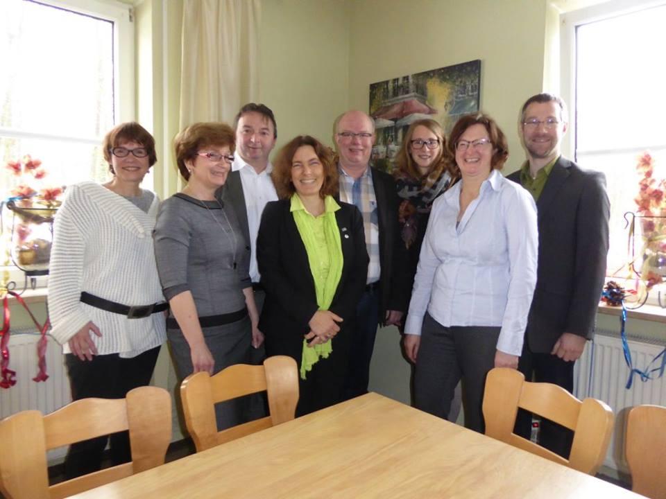 Kerstin Celina zusammen mit grünen Mitgliedern aus Donauwörth.