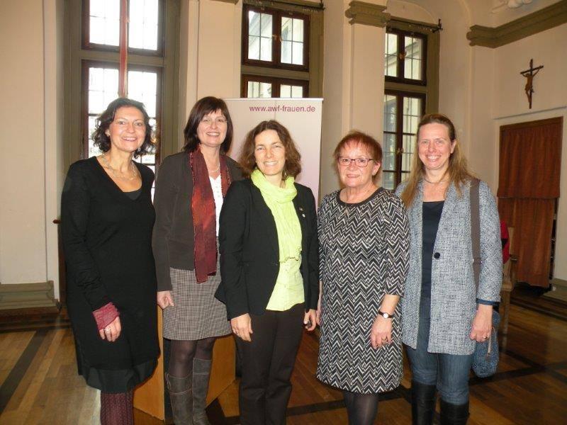 Mit der Bürgermeisterin Marion Schäfer-Blake, Stadträtin Sabine Steinisch, und Barbara Lehrieder und der stellvertretenden Landrätin Karen Heußner.
