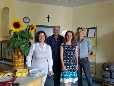 Auf dem Foto sind Kerstin Celina, Schulleiter Andreas Feiler, stellvertretende Schulleiterin der Berufsschule, Heidrun Zink und Thomas Bauereisen, Leiter der Tagesstätte