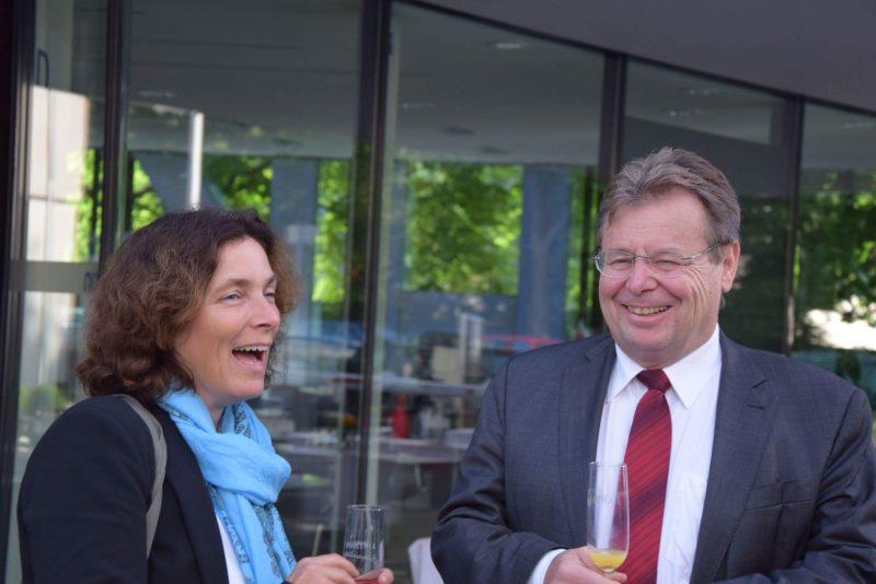 Kerstin Celina mit Schulleiter Uwe Tutschku (Franz-Oberthür-Schule)