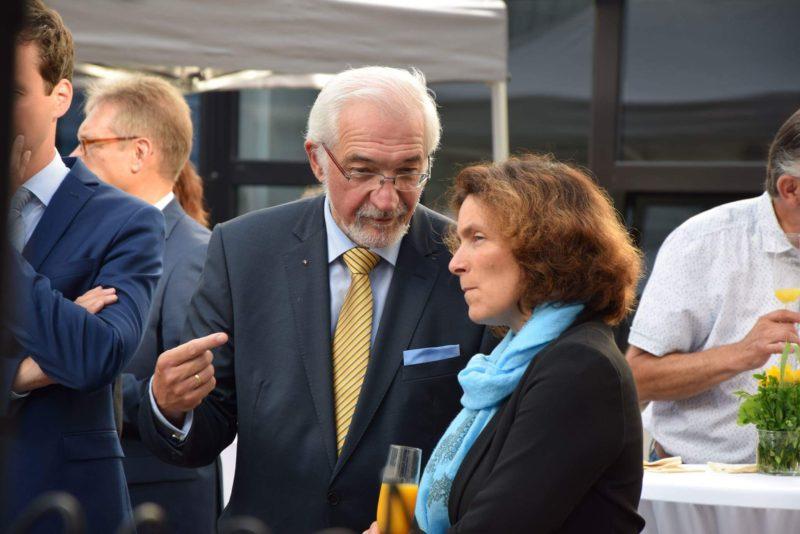 Kerstin Celina mit Uwe Tutschke (Schulleiter der Franz-Oberthür-Schule) und Regierungspräsident Paul Beinhofer