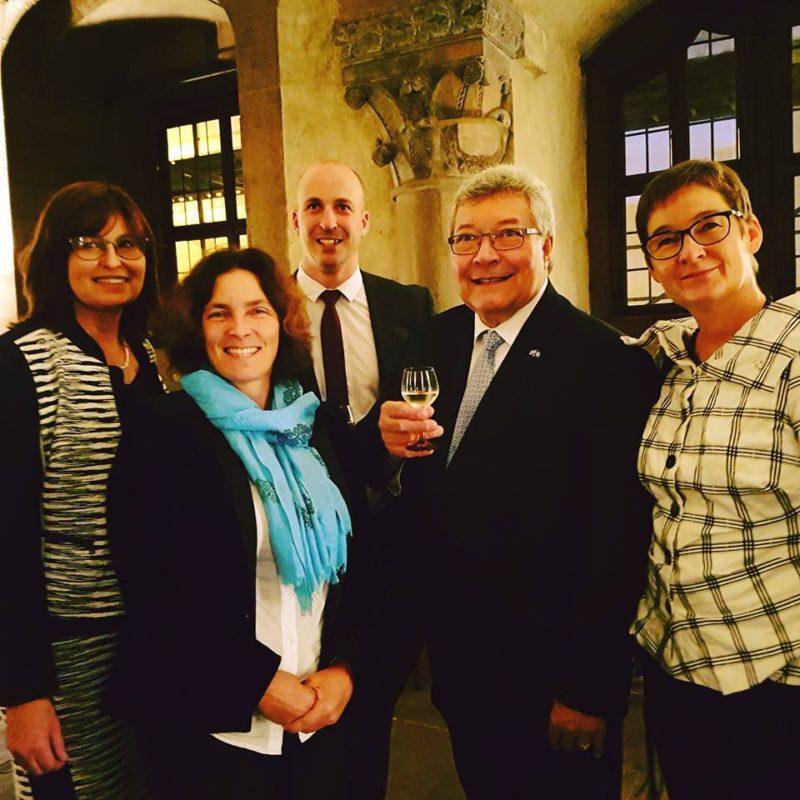 Kerstin Celina mit Karen Heußner und Ulrike Gote beim Treffen mit der Delegation aus Quebec.