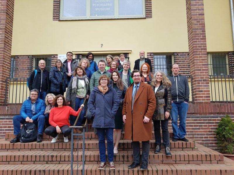 Gruppenfoto der teilnehmenden Bezirksrät*innen und GRIBS-Mitglieder.