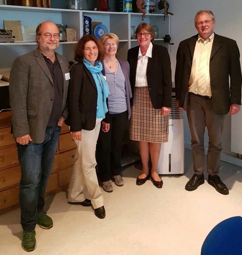 Auf dem Foto von links nach rechts: Eike Hallitzky, Landesvorsitzender GRÜNE Bayern; Kerstin Celina, MdL; Frau Carola Reil, Assistentin der Geschäftsführung; Ute Dörfelt, Mitglied der Geschäftsleitung; Uwe Hauptfleisch, Fachberater Dorfladen