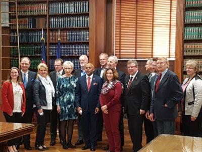 Gruppenfoto während des Besuchs beim Bürgermeister von Denver.