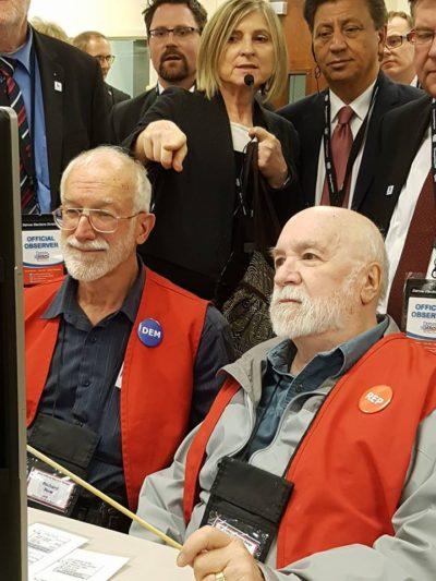 Besuch eines Wahlbüros in Denver.