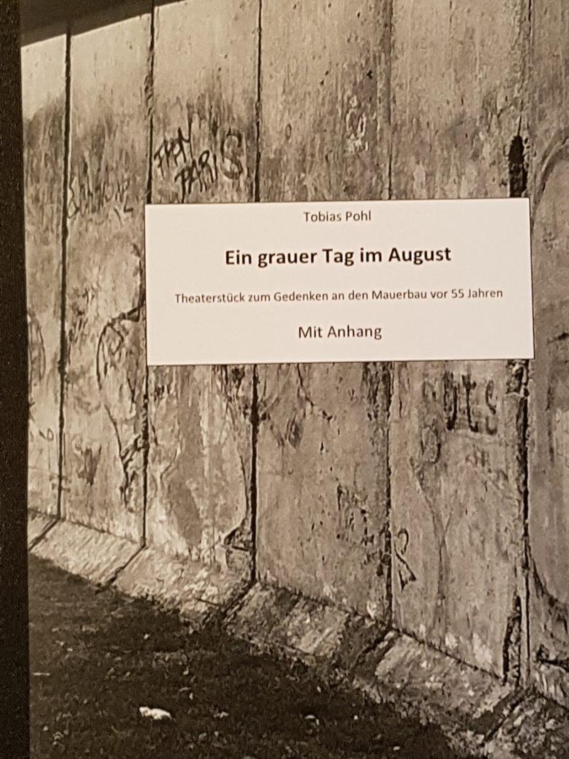 Plakat des Theaterstücks am Matthias-Grünewald-Gymnasium