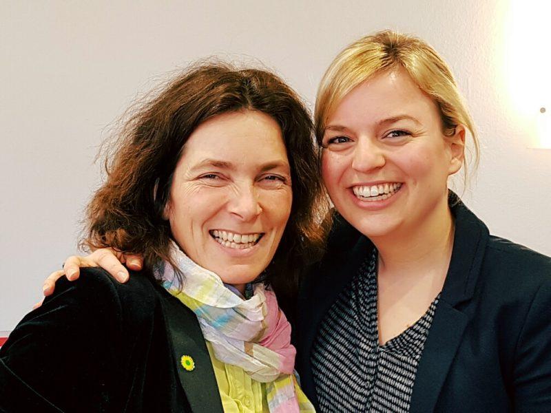 Kerstin Celina mit Katharina Schulze.