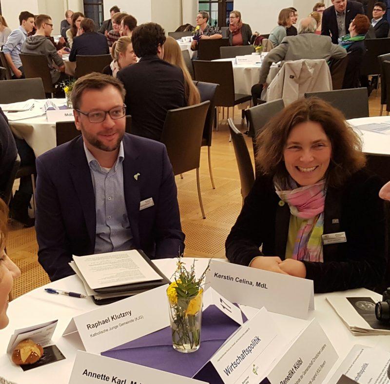 Kerstin Celina während des Jugendpolitischen Forums zusammen mit Vertreter*innen diverser Jugendorganisationen.