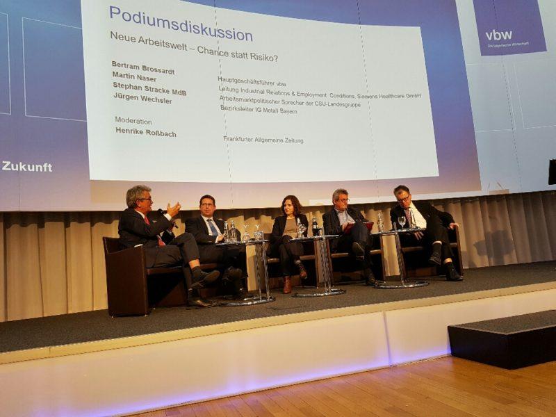 """Die Teilnehmer*innen der Podiumsdiskussion """"Neue Arbeitswelt - Chance statt Risiko?"""""""