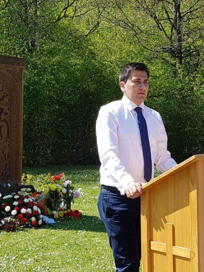 Redner Gurgen Petrossianwährend sein Rede bei der Gedenkveranstaltung zum Genozid am armenischen Volk.