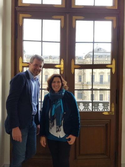 Dieter Janecek und Kerstin Celina während des Bayerischen Apothekertags in der Würzburger Residenz.