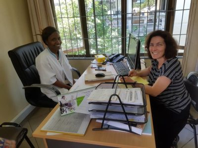 Kerstin Celina mit Kalister Michael im Bugando Hospital in Mwanza.