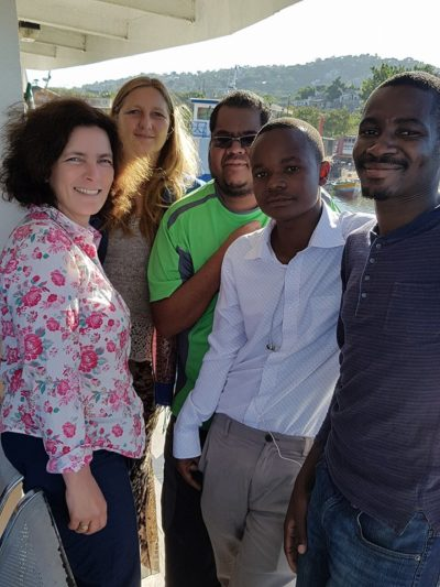 Kerstin Celina mit Dr. Christa Kasang, Elisha Matthias Mlewa, Given Mikasi, Henerico Shimba und Dr. Graeme Jacobs.