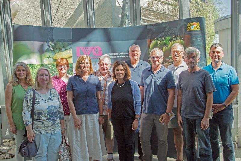 Gruppe der Teilnehmer*innen in der Landesanstalt Veitshöcheim.