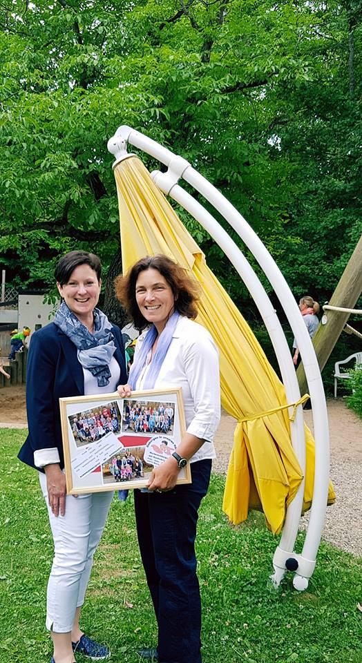 Kerstin Celina mit Daniela Schweitzer vom Marienkindergarten.