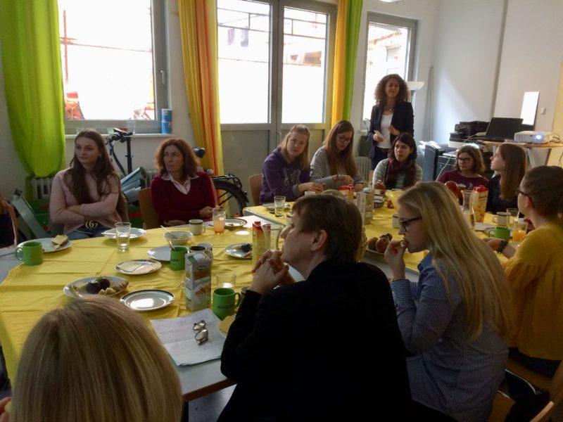 Die Teilnehmerinnen des Frauenfrühstücks.