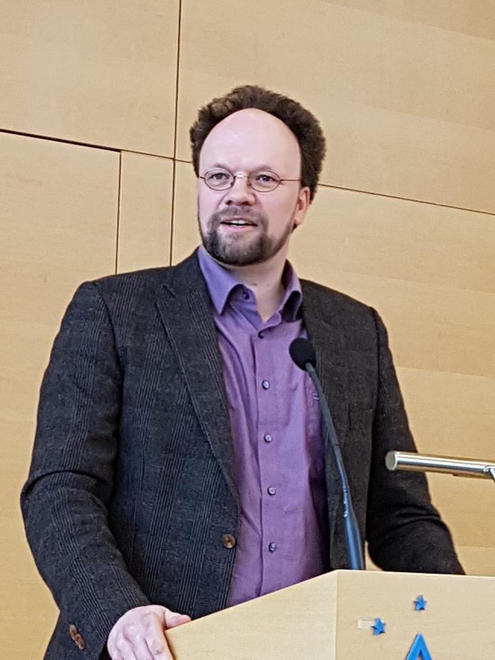 Landtagskandidat Patrick Friedl beim Neujahrsempfang der Grünen Würzburg-Stadt.