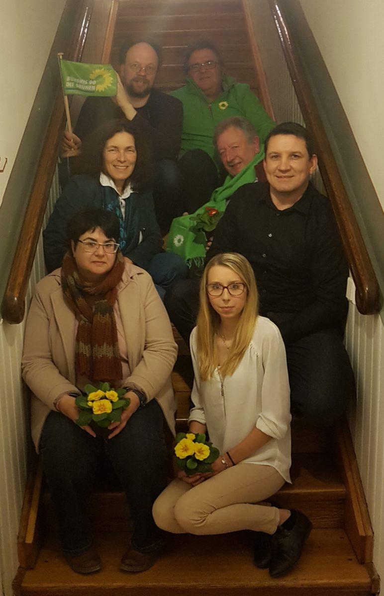 Auf dem Foto: vorne - Petra Ruoß (2. Vorsitzende), Irina Hönig (1. Vorsitzende). mittig -  Kerstin Celina (MdL), Fred Stahl (Stellvertreter), Michael Sedelmayer (Bürgermeister Randersacker). hinten - Patick Friedl (Bezirksvorsitzender), Gerhard Müller (Bezirksrat).
