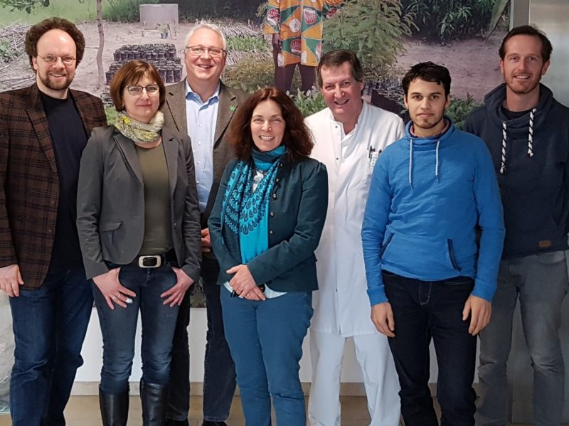 Auf dem Foto von links nach rechts: Patrick Friedl; Anja Baier; Kerstin Celina; Prof. Dr. Stich; Yatin Shah; Andre Spiegel.