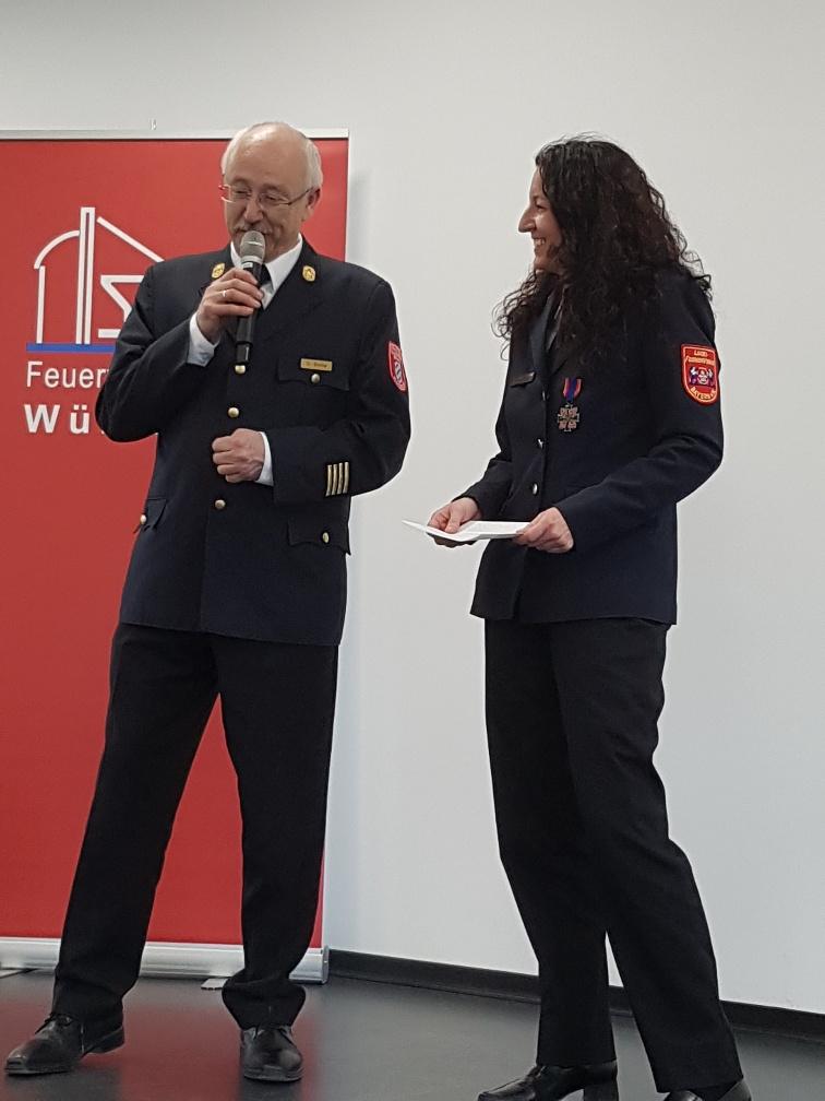 Andrea Fürstberger, Landesfrauenbeauftragte der bayerischen Feuerwehr, und Ltd. Branddirektor Dr. Roland Demke.