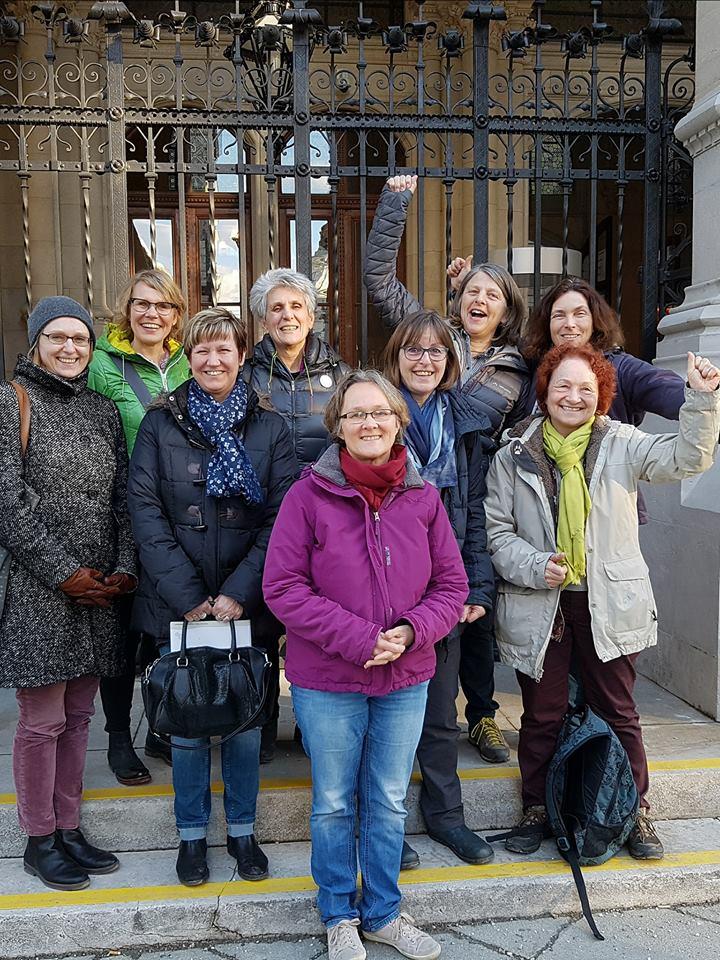 Frauenpower: grüne Bezirksrätinnen feiern Weltfrauentag 2018 in Wien.