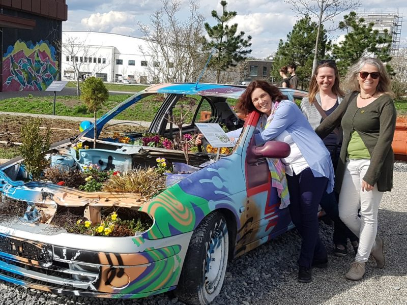 Kerstin Celina mit Sabine Steinisch und Christina Feiler auf der Würzburger Landesgartenschau.