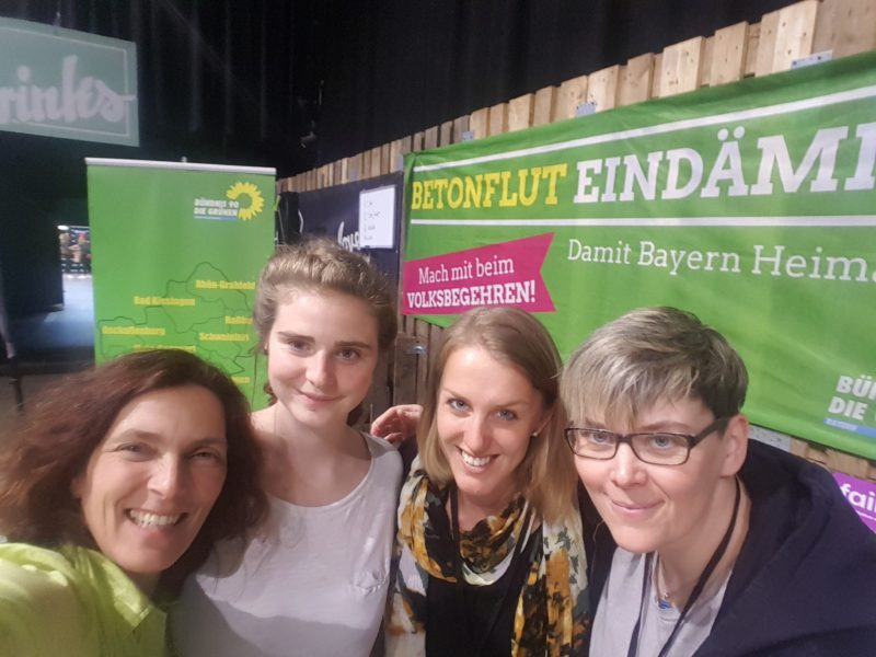 Kerstin Celina mit Cindy Peter, Maria Gössmann und Jennifer Seeger am Stand der Grünen.