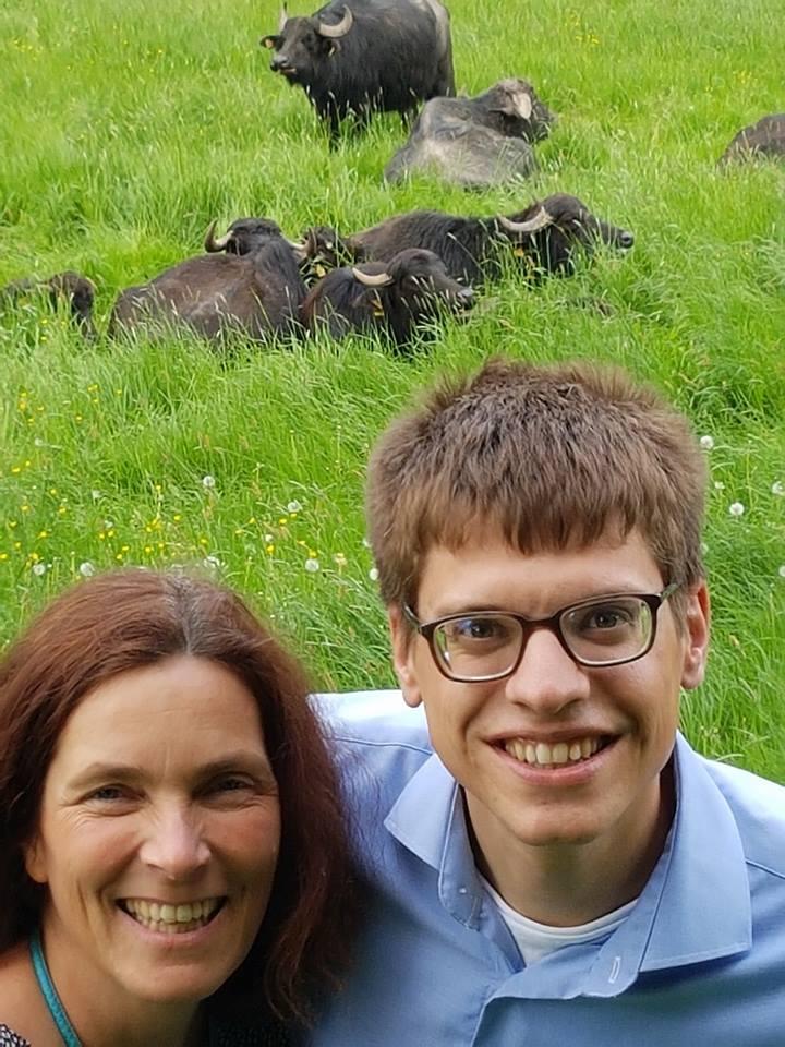 Kerstin Celina und Gregor Münch mit den Hafenlohrer Wasserbüffeln.
