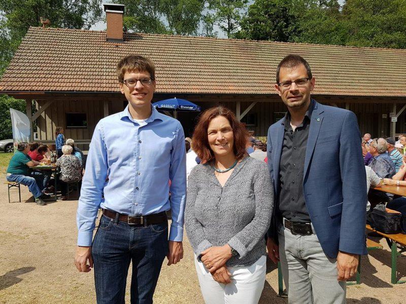 Gregor Münch, Kerstin Celina und Jens Marco Scherf während der Preisverleihung für das Wasserbüffelprojekt.