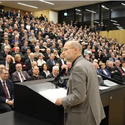 Vortrag von Prof. Dr. Harald Lesch.