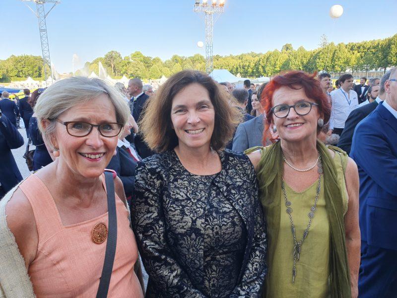 Auf dem Foto sind von rechts nach links zu sehen: Frau Anne-Christin Wege-Csef; Kerstin Celina, MdL; Frau Waltraud Trolldenier. Foto: Verena Osgyan.