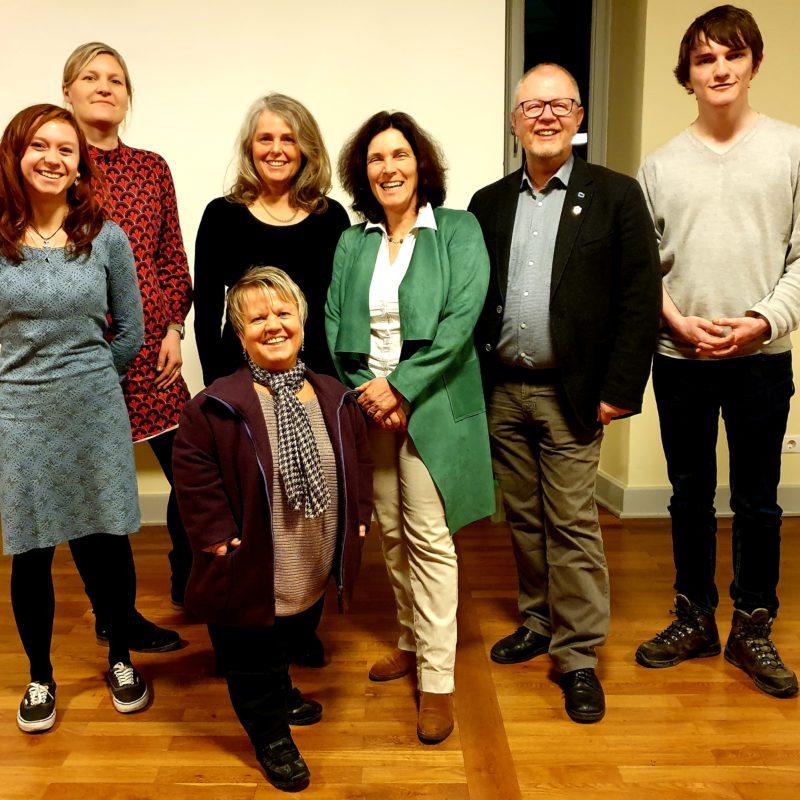 Von links nach rechts: Laura Kelner, Lea Nachtigall, Petra Krammel, Christina Feiler, Kerstin Celina, Ulrich Krammel, Sebastian Huber.