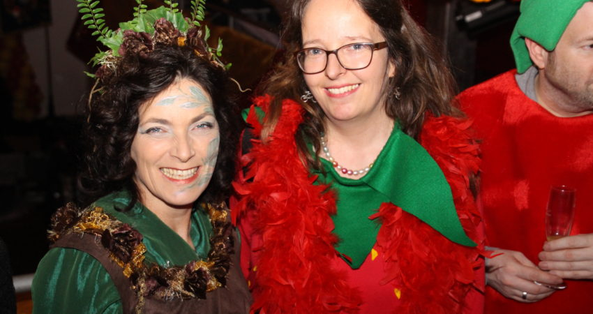 Kerstin Celina und Lore Koerber-Becker bei den Carneval-Freunden Zellerau. Foto von: Hans-Jürgen Zapf.