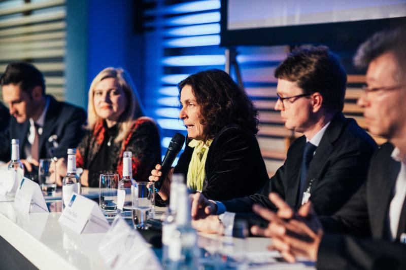 Kerstin Celina bei der Podiumsdiskussion des vbw.